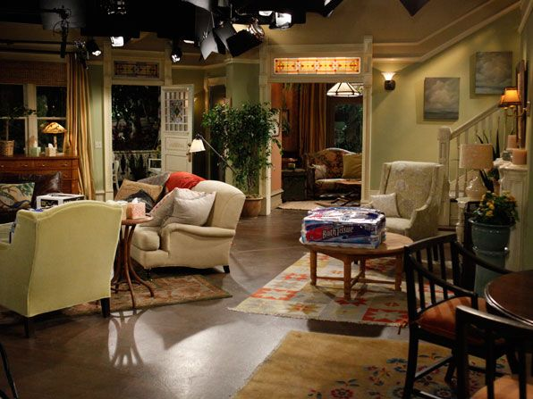 Hot in Cleveland - The set - Hot in Cleveland Picture