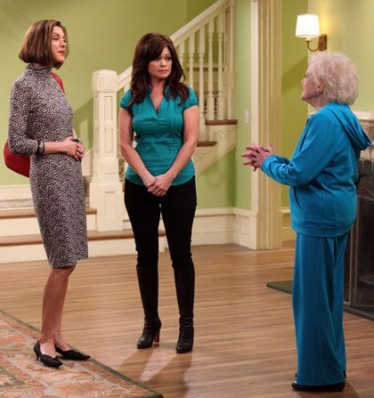 Hot in Cleveland - Wendie Malick, Valerie Bertinelli, Betty White - Hot in Cleveland Picture