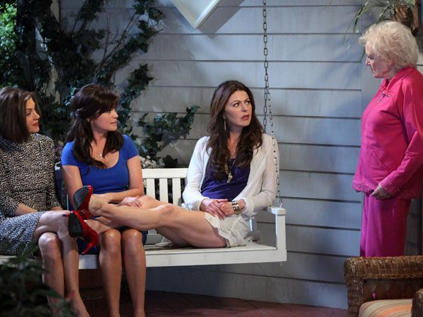 Hot in Cleveland - Wendie Malick, Valerie Bertinelli, Jane Leeves, Betty White - Hot in Cleveland Picture