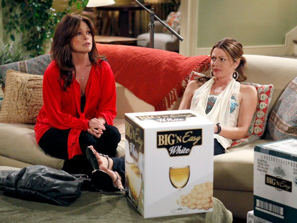 Hot in Cleveland - Valerie Bertinelli, Jane Leeves - Hot in Cleveland Picture