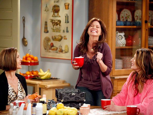 Hot in Cleveland - Wendie Malick, Valerie Bertinelli, Jane Leeves - Hot in Cleveland Picture