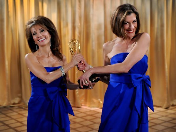 Soap star Susan Lucci left - Hot in Cleveland Picture