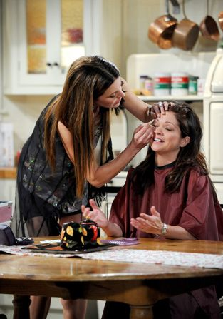 Joy offers to lend Melanie - Hot in Cleveland Picture