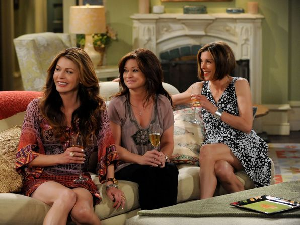 Bertinelli says that the cast's - Hot in Cleveland Picture