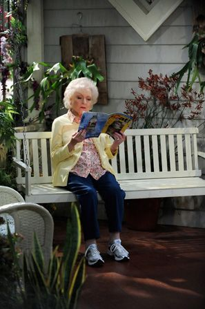 Betty White takes a break - Hot in Cleveland Picture