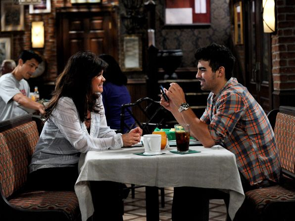 Guest star Joe Jonas who - Hot in Cleveland Picture