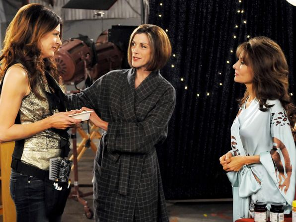 Victoria Wendie Malick introduces Joy - Hot in Cleveland Picture