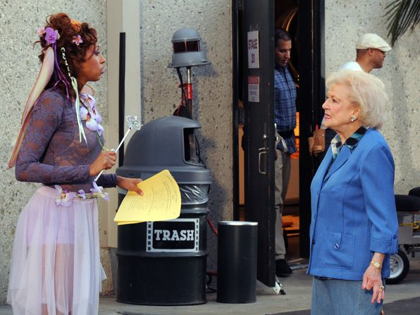 A magic fairy points Elka - Hot in Cleveland Picture