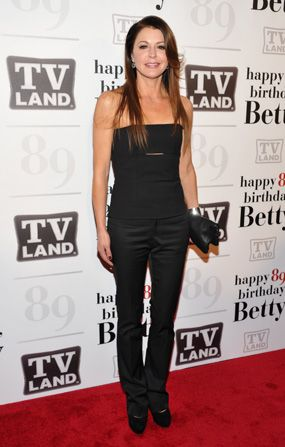 Jane Leeves rocked the red - Hot in Cleveland Picture
