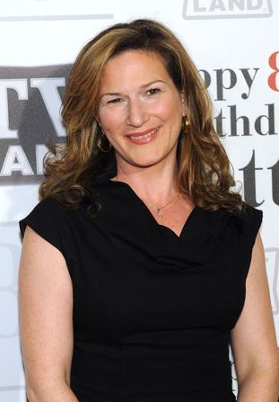 Running Wilde's Ana Gasteyer left - Hot in Cleveland Picture
