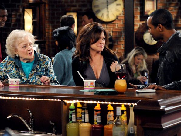Melanie Valerie Bertinelli finds basketball - Hot in Cleveland Picture
