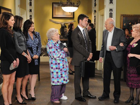 Elka Betty White is dismayed - Hot in Cleveland Picture