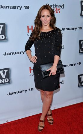 Jennifer Love Hewitt came out - Hot in Cleveland Picture