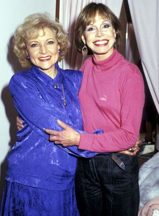 Betty White and Mary Tyler - Hot in Cleveland Picture