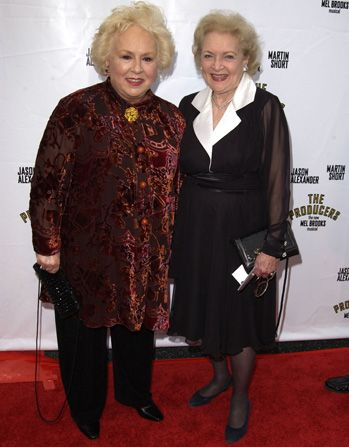 Doris Roberts and Betty White - Hot in Cleveland Picture