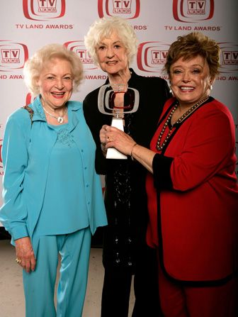 Betty White reunites with Golden - Hot in Cleveland Picture