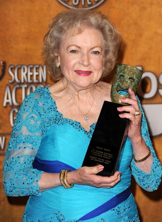 Betty White holds up her - Hot in Cleveland Picture