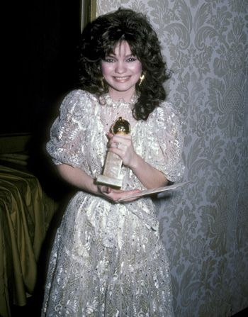 In Valerie Bertinelli won a - Hot in Cleveland Picture