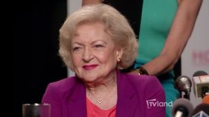 Hot in Cleveland: Betty White Has Totally Got This – Hot in Cleveland – Video Clip | TV Land
