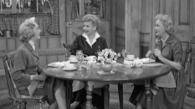 watch full episodes of i love lucy online
